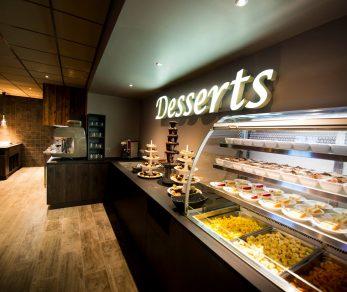 Vue sur le buffet de desserts à volonté